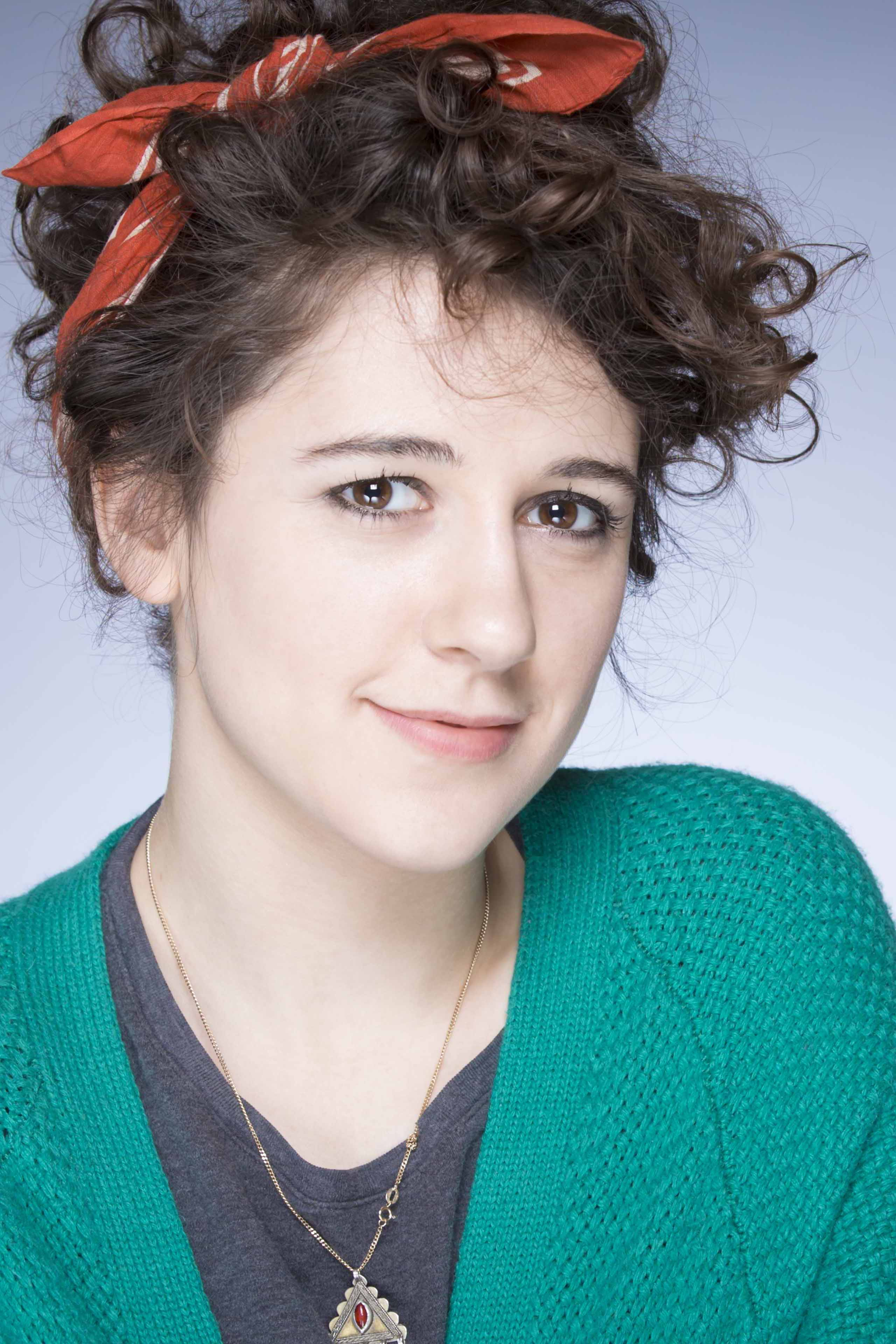 The 27-year old daughter of father (?) and mother(?), 155 cm tall Ellie Kendrick in 2017 photo