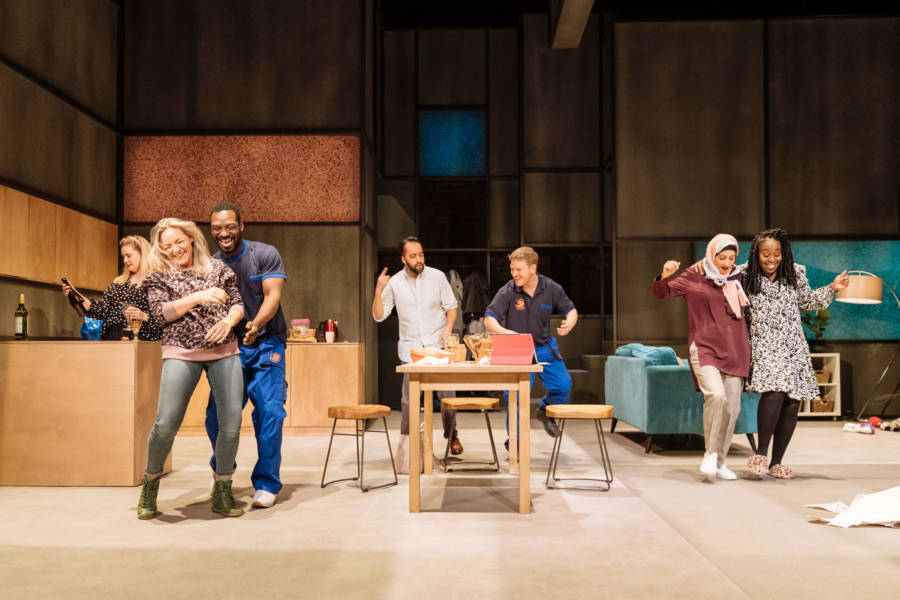 A Kind of People Production Photos (Credit: Manuel Harlan)